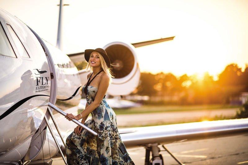 Woman-Boarding-Jeti